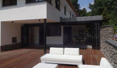 Ontwerp huis met ruim terras