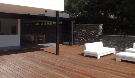 Ontwerp modern huis met terras