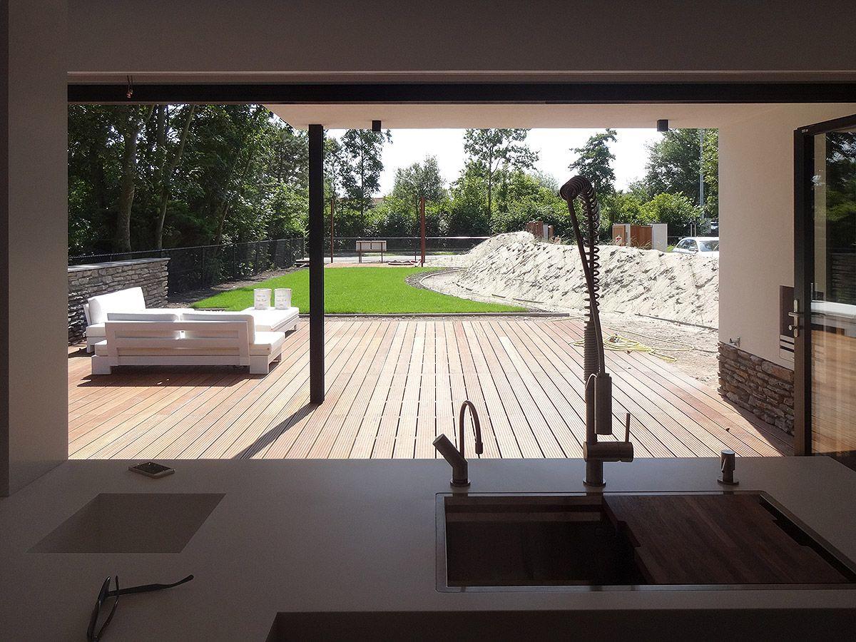 Ontwerp modern huis met rieten kap in zeeland bnla - Modern stenen huis ...