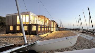In een sterk deelnemersveld heeft BNLA architecten de prijsvraag voor het ontwerp van een strandpaviljoen in Zandvoort gewonnen. De besloten prijsvraag was uitgeschreven door de WVZ teneinde een geschikt ontwerp te verkrijgen voor een permanent clubhuis op het strand.