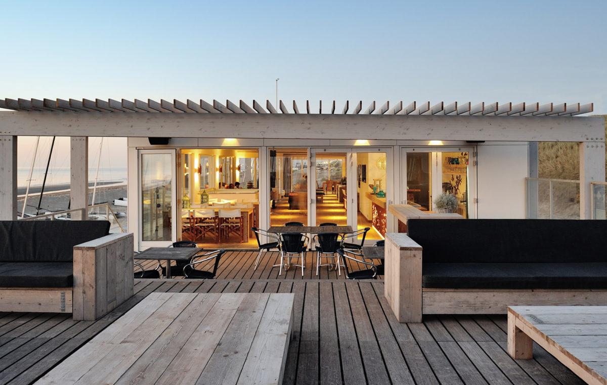 Beachhouse Watersportvereniging Zandvoort. Ontwerp door BNLA Architecten