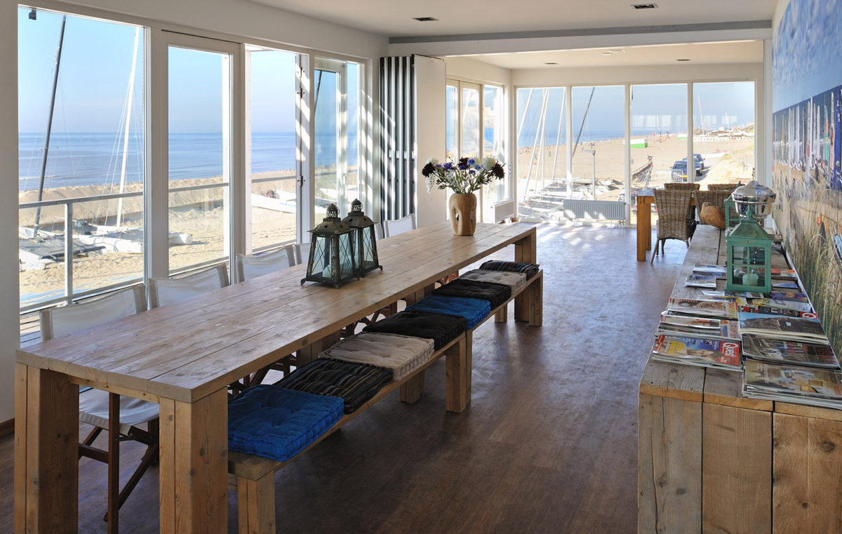 Interieur clubhuis Watersportvereniging Zandvoort. Ontwerp door BNLA Architecten