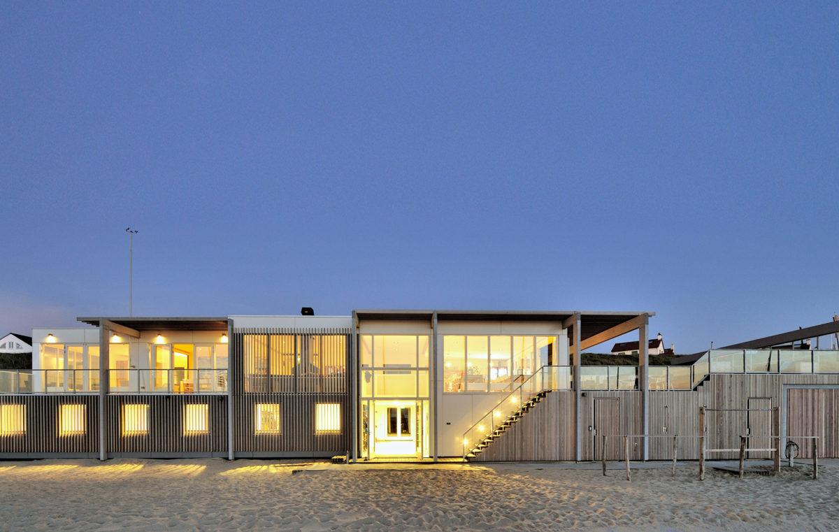 Buitenaanzicht strandhuis Zandvoort door BNLA Architecten