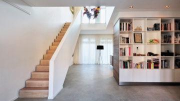 BNLA architecten kreeg de opdracht om het ontwerp te maken voor de verbouwing van een woning aan de Amstelkade in Amsterdam. De woning bestond oorspronkelijk uit twee losse appartementen op de begane grond en eerste verdieping.