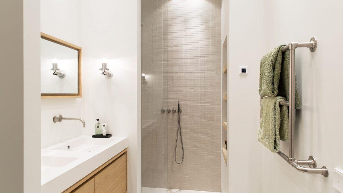 Badkamer modern appartement Amsterdam. Ontwerp BNLA Architecten