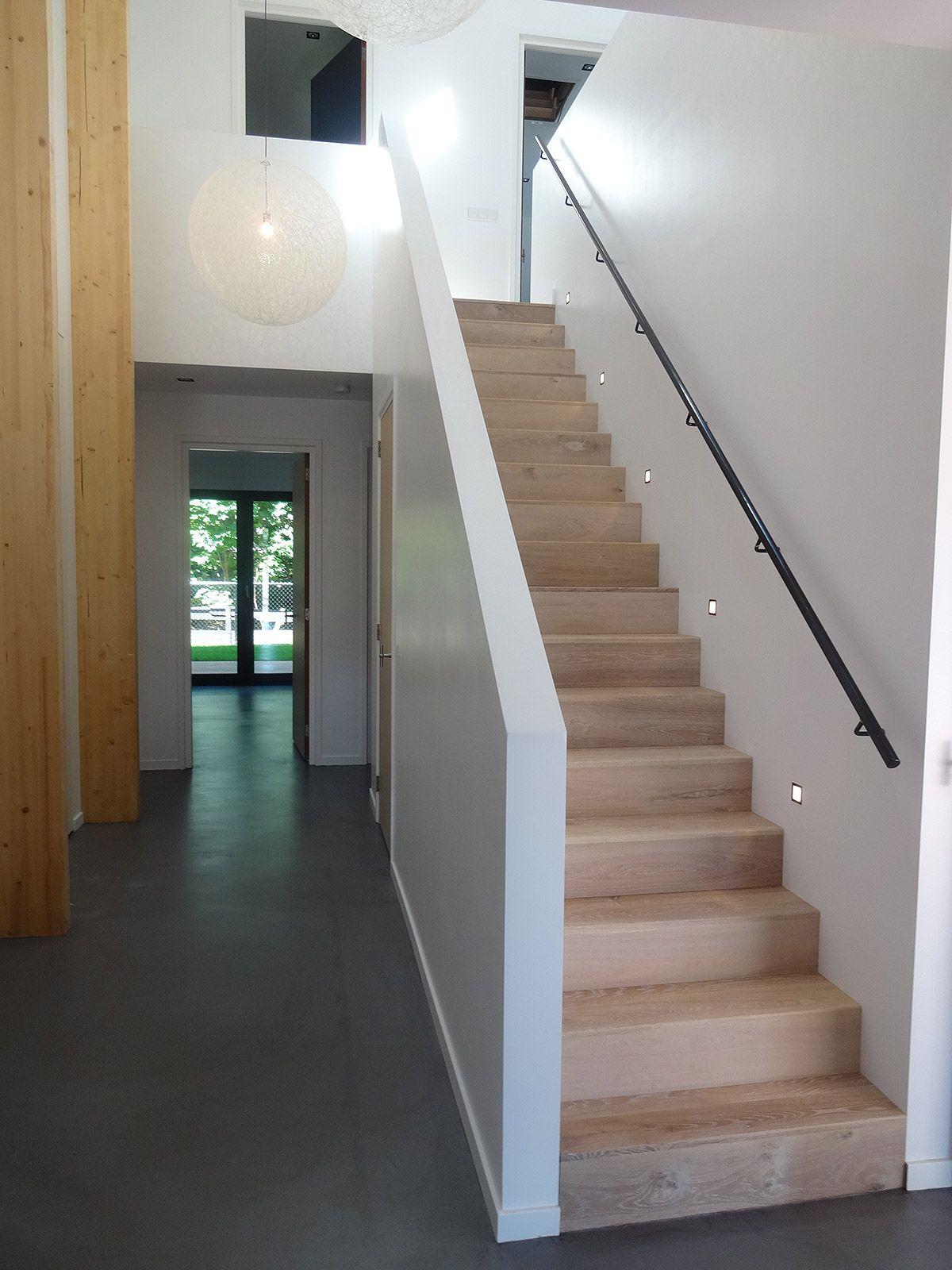 Ontwerp modern huis met rieten kap in zeeland bnla for Dichte trap maken