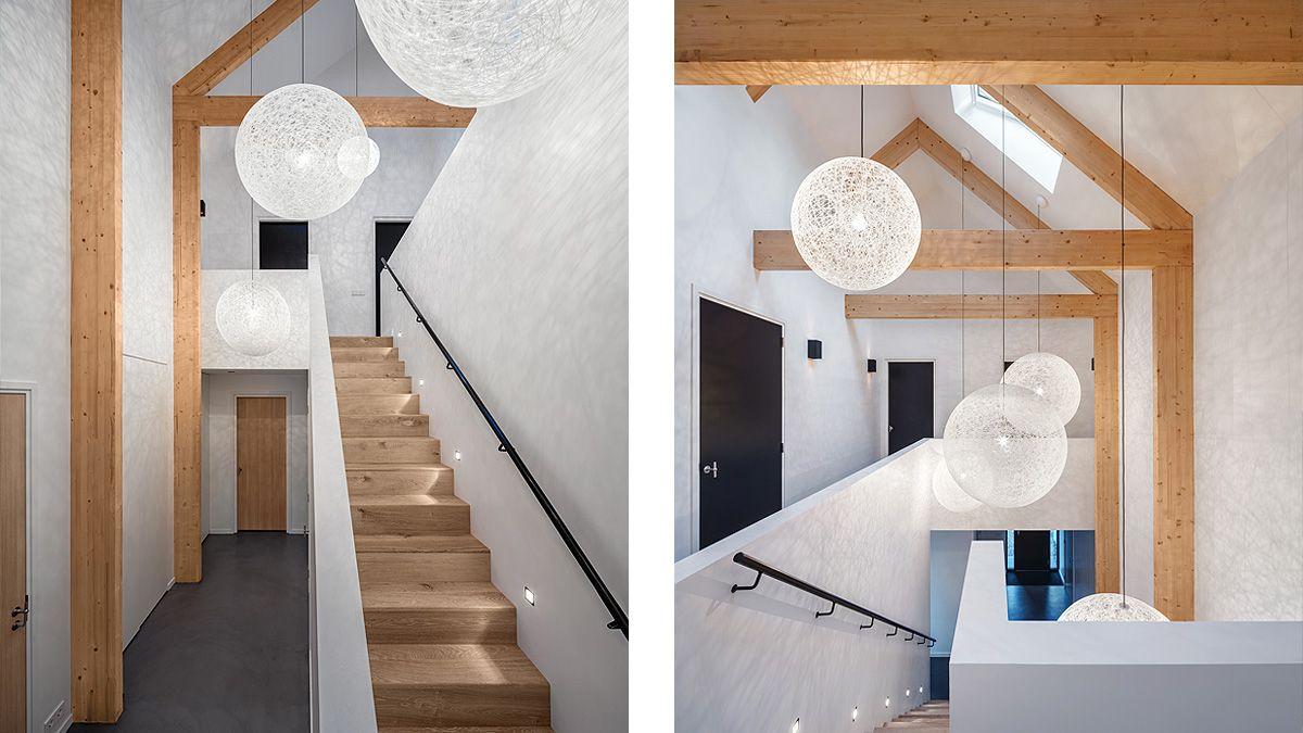 Houten trap vide in moderne woning. Ontwerp BNLA Architecten