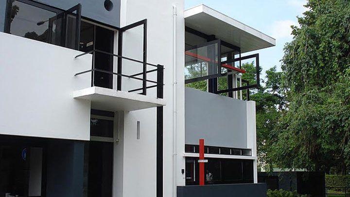 Op regelmatige basis schrijft BNLA architecten een artikel over een woning of een woonvorm. Soms dichtbij huis, soms ver weg, maar altijd gebaseerd op eigen bevindingen. Ditmaal bezoeken we het Rietveld-Schröderhuis van Gerrit Rietveld.