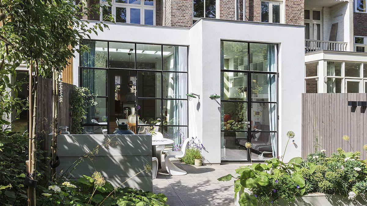 Moderne uitbouw bij woonhuis Amsterdam